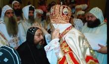 في العيد الـ17 لسيامته.. لحظة سيامة نيافة الأنبا إرميا أسقفا بيد قداسة البابا شنوده الثالث البطريرك ١١٧
